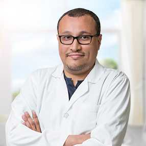 دكتور  حسن صالح  أخصائي طب الأسنان  الجامعة
