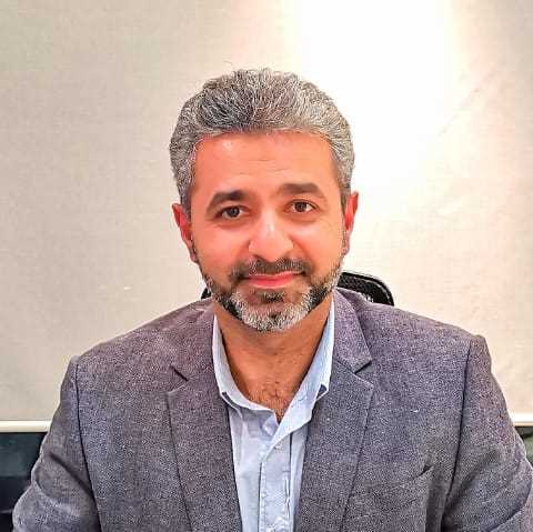 دكتور  خالد سالم  طبيب جراحة الفم والأسنان  الرياض