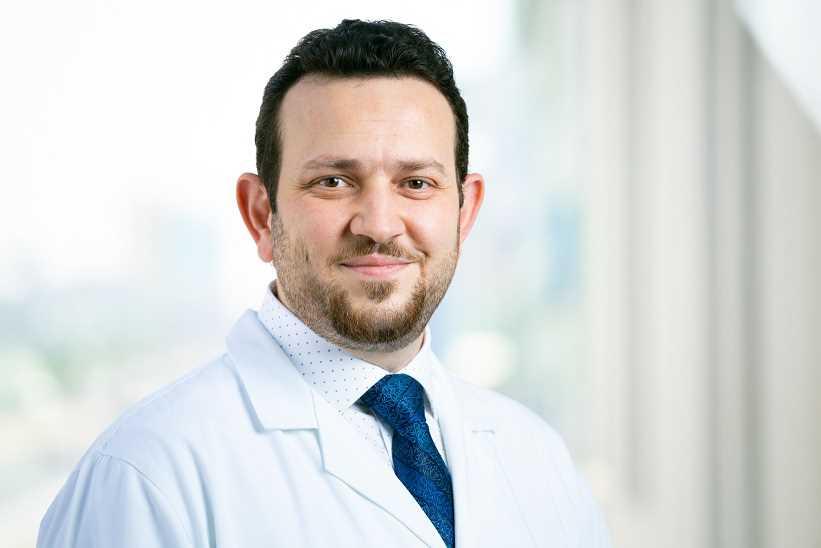 دكتور  علاء السمان  أخصائى طب الاسنان والتركيبات  الزهراء