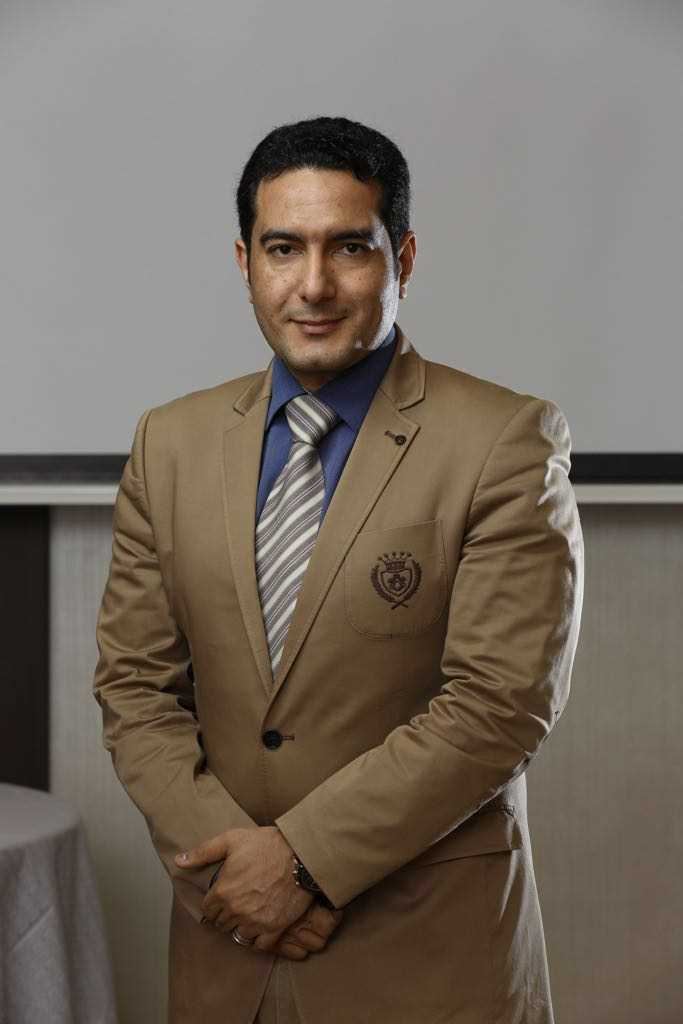 دكتور  وليد حسن السيد صالح  اخصائى الباطنة  الرياض